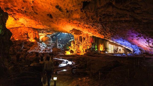 Trinh Nu Cave (Virgin Cave)