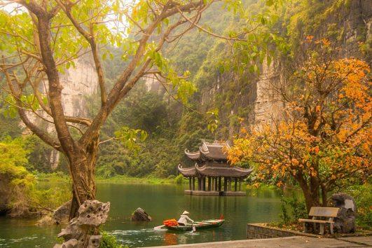 Trang An boat trip - Mua Cave